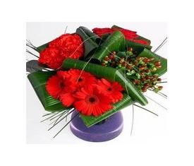 букет из гвоздики розы и герберы
