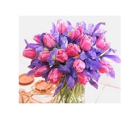 25 розовых тюльпанов и 20 синих ирисов