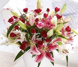 Букет из 9 лилий и 10 роз