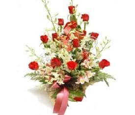 корзина из 15 Роз и 10 орхидей