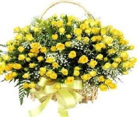 корзина из 51 цветка желтой кустовой розы
