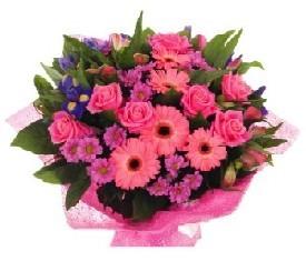 букет из роз и герберы и ирисов