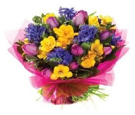 букет из тюльпанов фрезии и гиацинтов в подарок