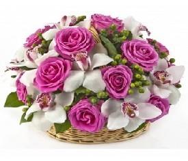 корзина из цветов орхидеи и розы