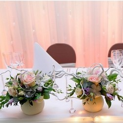 оформление цветами стола