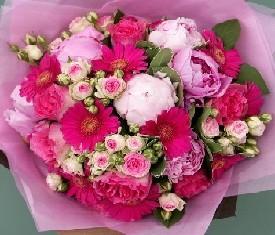 букет из пионов, розы, герберы