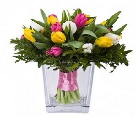 17 разноцветных тюльпанов в вазе