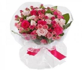 букет из роз и кустовых роз