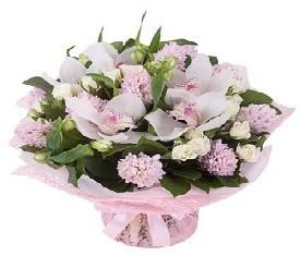 белые орхидеи и розовые гиацинты с 8 марта