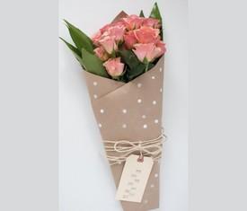 Роза кустовая розовая в подарок на 8 марта