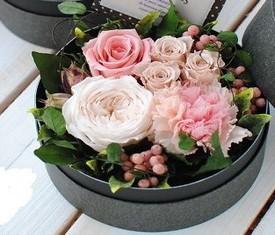 Цветы в коробке в подарок