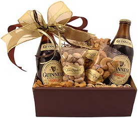 букет в подарок мужчине из пива и орехового ассорти