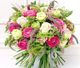 39 Пионовидных роз