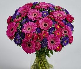 букет из цветов астры и герберы