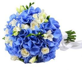 свадебный букет из гортензии, фрезии, розы
