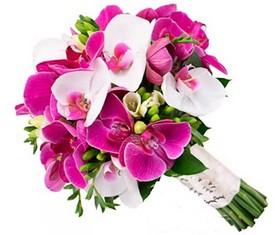 Свадебный букет из белых , розовых орхидей и фрезий