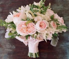 букет невесты из пионовидных роз, гортензии и эвкалипта