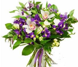 букет из цветов орхидеи и ирисов