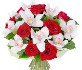 букет из цветов орхидеи и розы