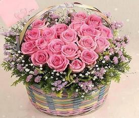 корзина из цветов розовой розы аква