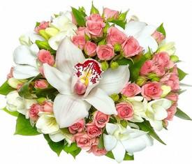 букет из цветов орхидеи и кустовой розы