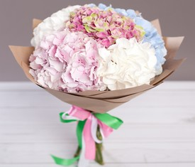 букет из 5 цветов разноцветной гортензии