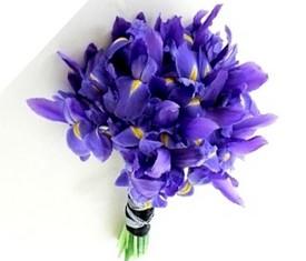букет невесты из синих голубых цветов ирисов