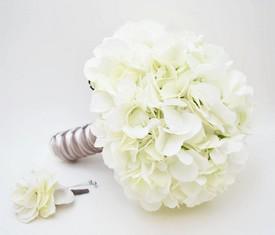 свадебный букет невесты из белой гортензии