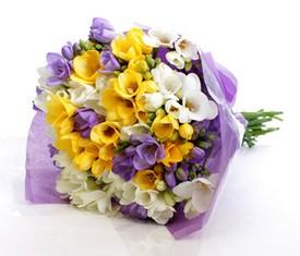 букет из цветов фрезии микс