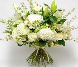 букет из цветов гортензии лилий и розы