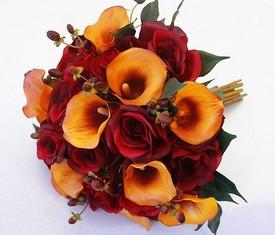 свадебный букет невесты из оранжевых калл и бордовых роз купить
