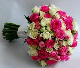 свадебный букет невесты из 45 кустовых роз купить