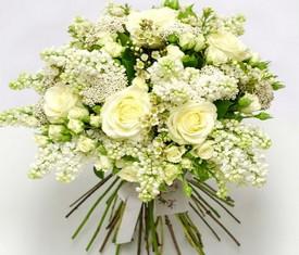 букет из белой сирени и белой розы