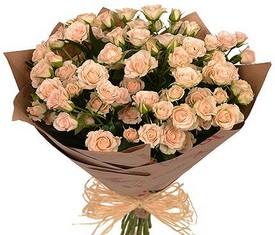букет из 19 цветов кремовой кустовой розы