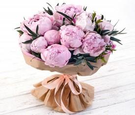 15 розовых пионов с эвкалиптом - купить букет пионов