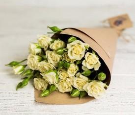 5 цветов кустовых роз упаковка крафт