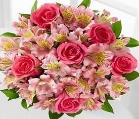 букет из розовой альстромерии и розовой розы