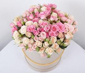 29 кустовых розовых роз в шляпной коробке