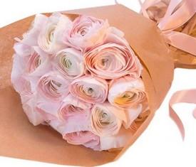 19 розовых ранункулюсов в крафте лютики купить
