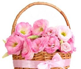 корзина из цветов розовой эустомы