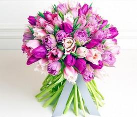 букет из цветов махровых тюльпанов