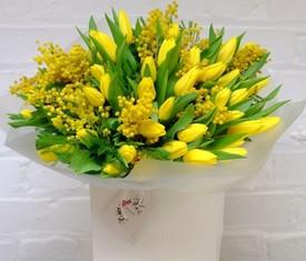 тюльпанов и мимоза в подарочной шляпной коробке купить с доставкой по москве