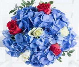 5 голубых цветов гортензии и розы микс