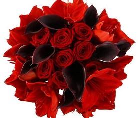 букет из цветов калл и амариллисов