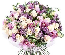 букет из цветов сирени, орхидеи и розы