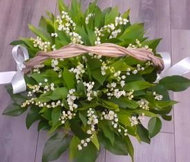 корзина из 51 цветка ландышей