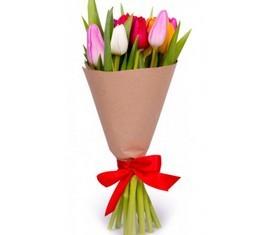 7 тюльпанов в крафте с логотипом компании