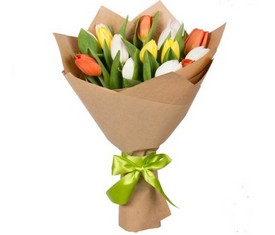 11 тюльпанов в крафте с логотипом компании