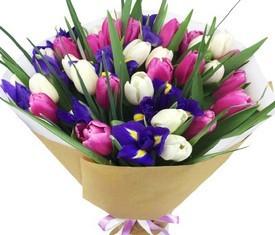 цветы ирисы и тюльпаны в подарок на 8 марта