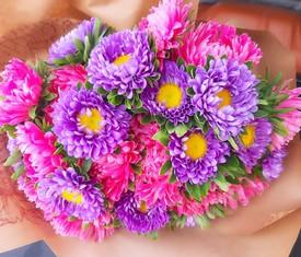 букет из 19 цветов астры